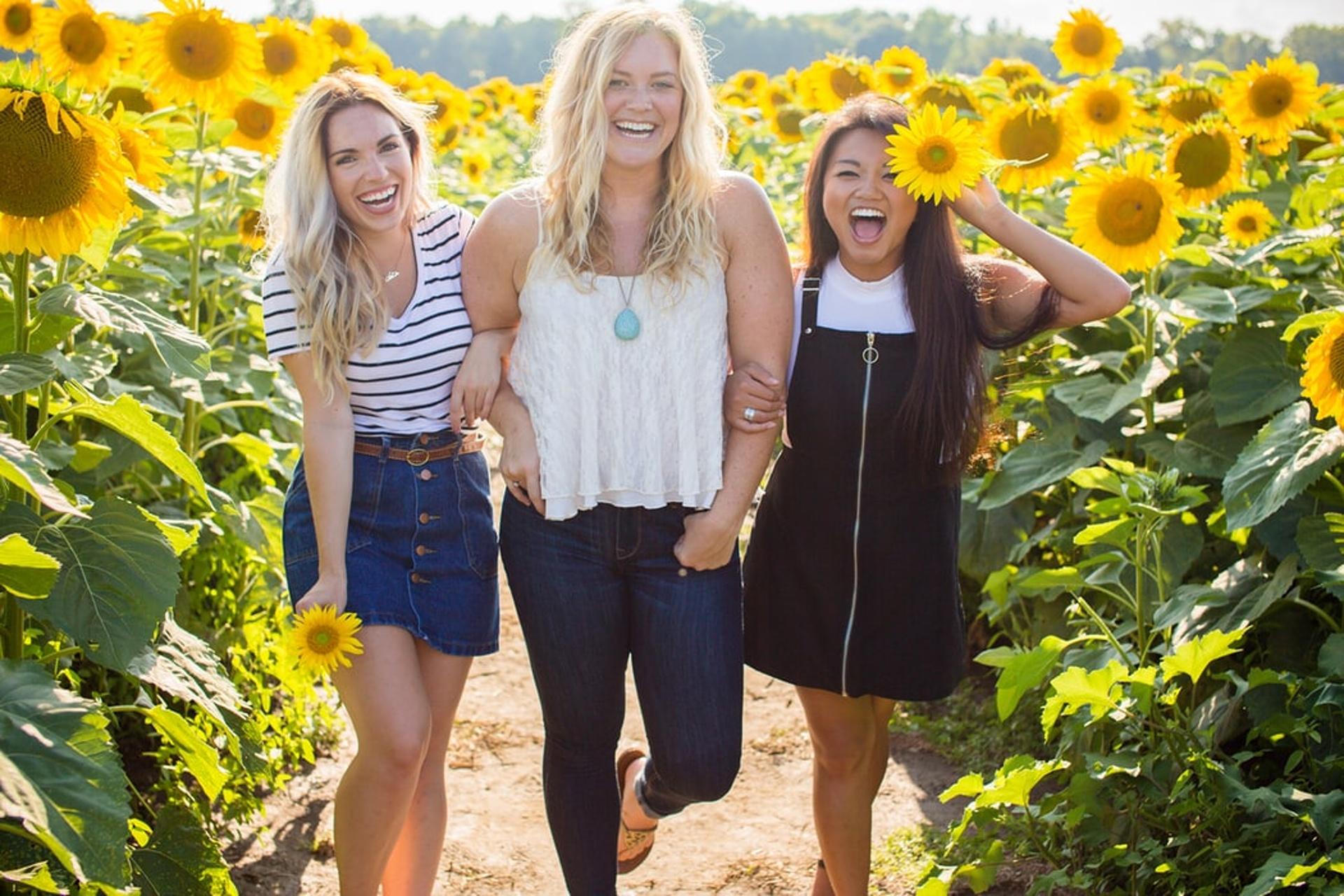pozitivní myšlení: smějící se ženy