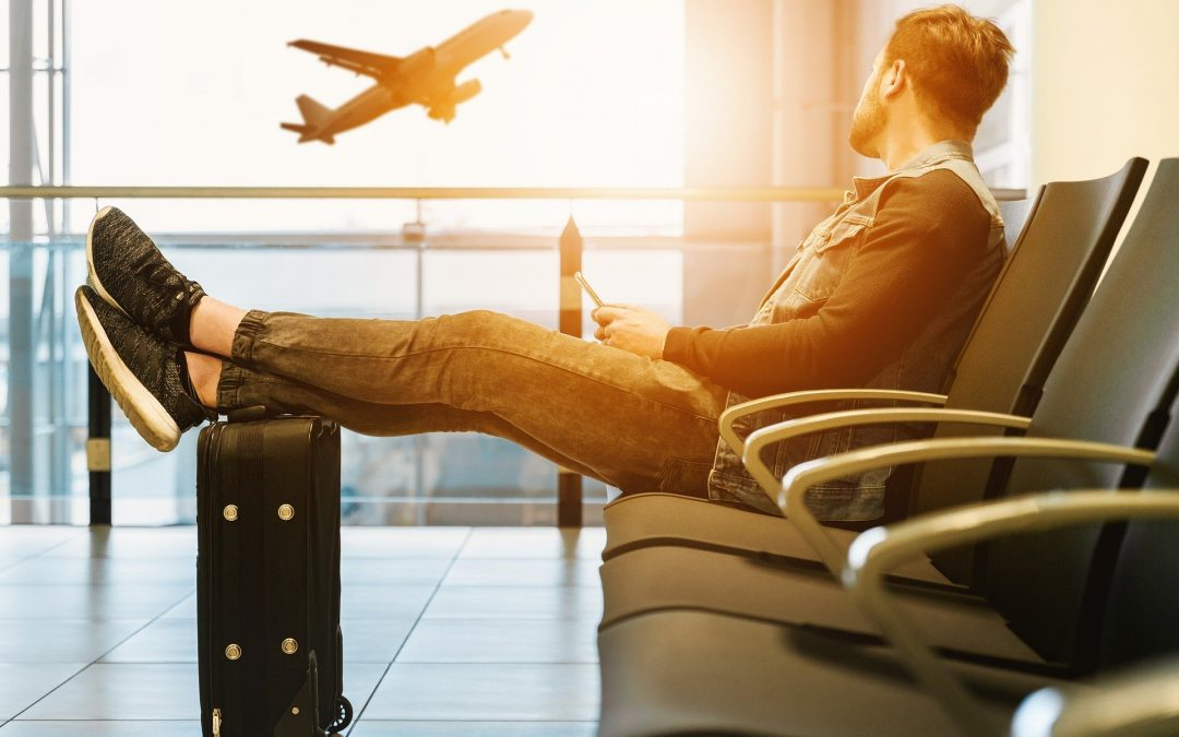 Nevíte, co si zabalit do kufru či tašky na palubu letadla? Příruční zavazadlo by mělo obsahovat drahé cennosti, šperky, osobní doklady a peníze.