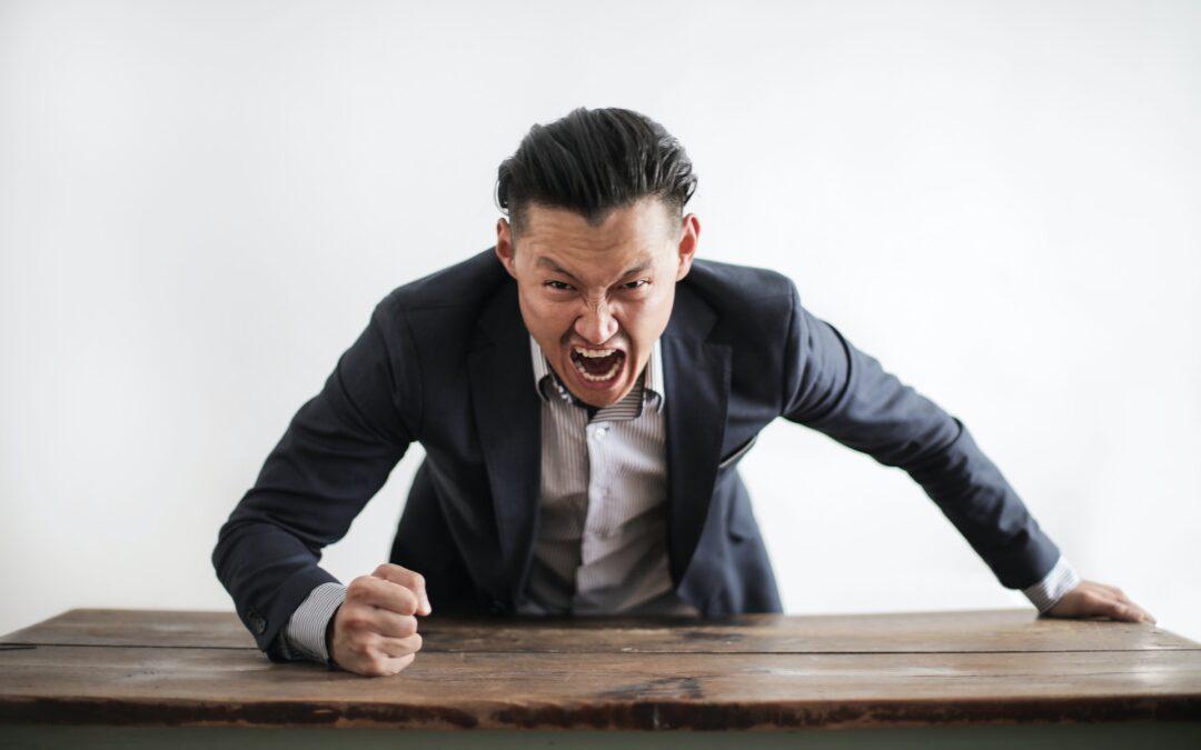 Zažíváte šikanu na pracovišti? Naučte se jí úspěšně bránit!