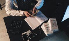 Výplatní páska: Co musí obsahovat a do kdy má být předána?