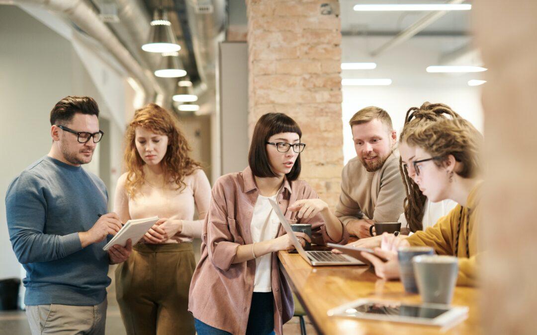 CEO, CCO, CTO,… vyznáte se ve firemních zkratkách?
