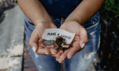 Co jsou to srážky ze mzdy a co do nich patří?