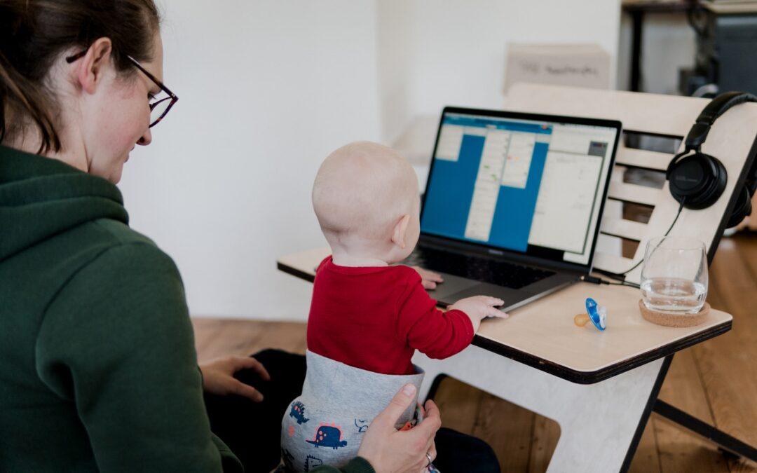 Jak vydělat peníze na internetu při rodičovské dovolené