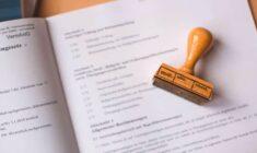 Co je to akreditace a proč kontrolovat, zda ji vzdělávací společnost má?